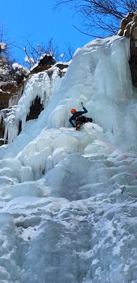 iceclimbing,course,chamonix,cogne,vallledaoste,ice,route,beginner,intermediate,icescrews, ice axe,mountainguide,cascadedeglace,piolets,stage,cascade,guide haute montagne
