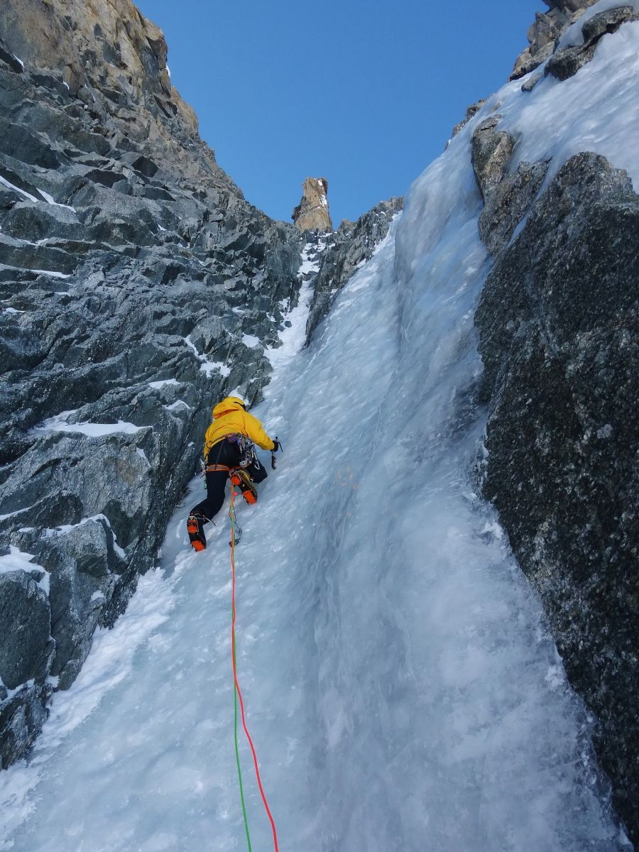 ice climbing in mont blanc gullies and north faces goulottes dans le mont blanc. Black Bedroom Furniture Sets. Home Design Ideas